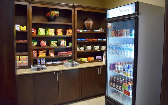 Holiday Inn Express Houston South - Pearland : Hotel shoppe (mini convenience store)