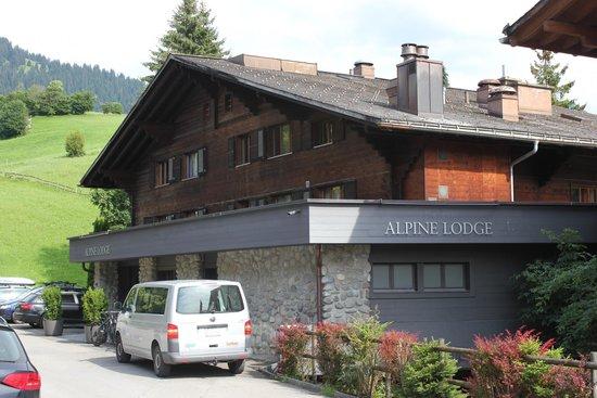Hotel Alpine Lodge Gstaad - Saanen: Front of Hotel