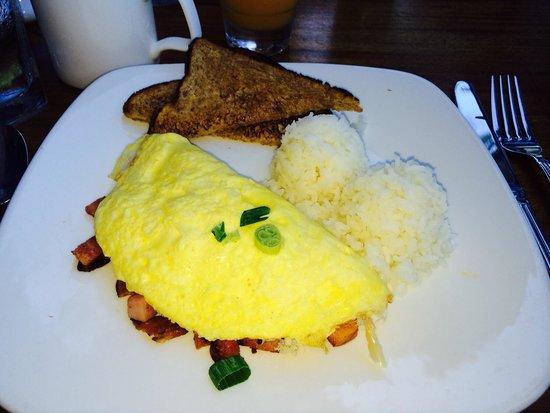 Hula Grill Waikiki : Three meat omlete
