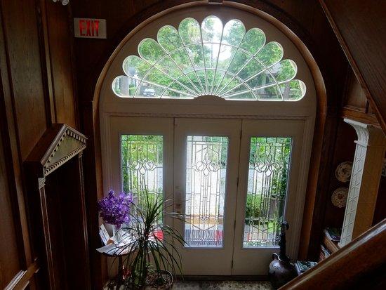 BranCliff Inn: Stunning Front Entrance