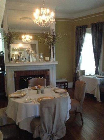 Burke Manor Inn: the cosy dining room.