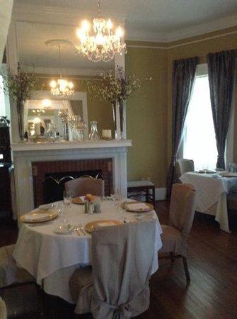 Burke Manor Inn : the cosy dining room.