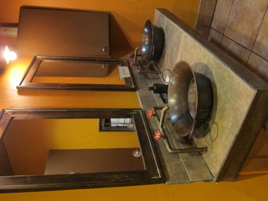 Mesa Modern Mexican: Cool sinks and faucets!
