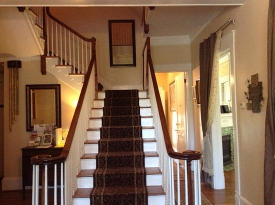 Burke Manor Inn: the central staircase and entrance.