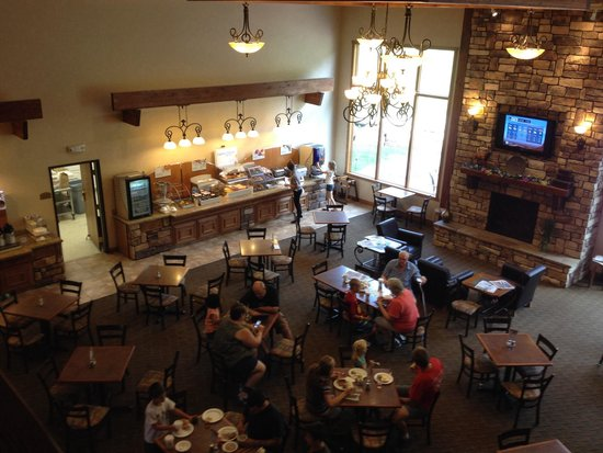 Holiday Inn Express Custer: Breakfast bar and spacious dining area.