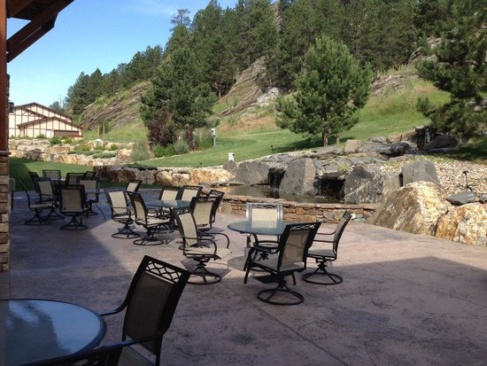 Holiday Inn Express Custer: Patio - a great spot to enjoy your breakfast!