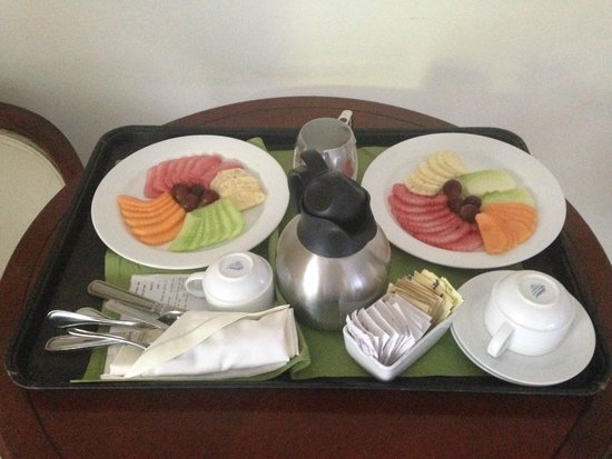 Now Sapphire Riviera Cancun: room service