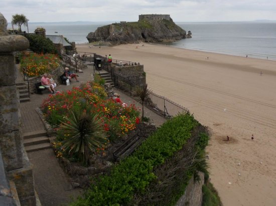 Castle Beach: Magnificent Scenery