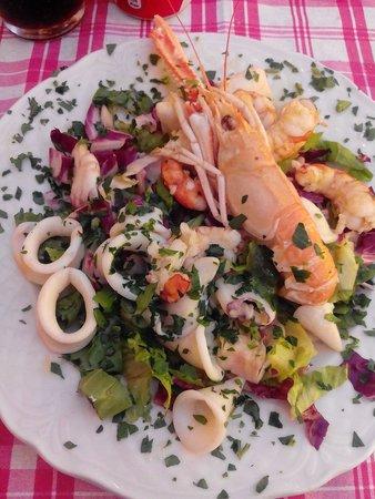 La Taverna dei Miracoli da Mangiafuoco: Insalata di mare mosso!!