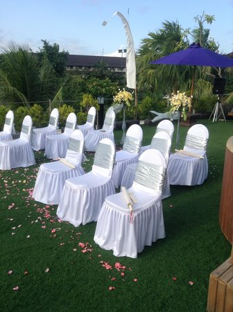 Bali Dynasty Resort Hotel: Wedding vow cermony in tent villa