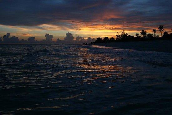 Sunset Beach Inn: Spectacular sunsets