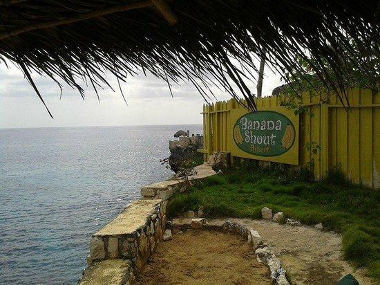 Banana Shout Resort : sign