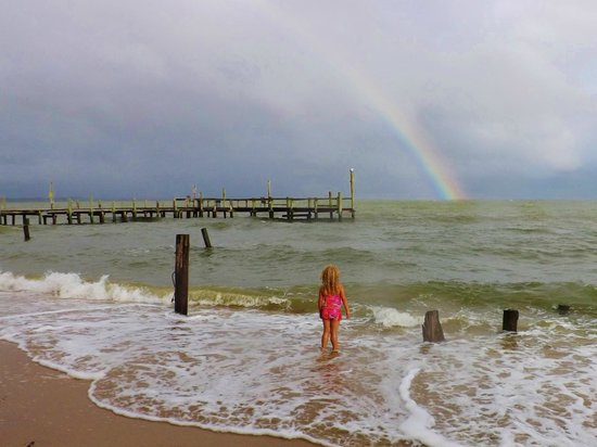Camp Merryelande: Rainbow after a storm and pier. Stunning View!