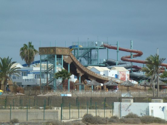 Hotel Río Playa Blanca: View of the waterpark from the bus.