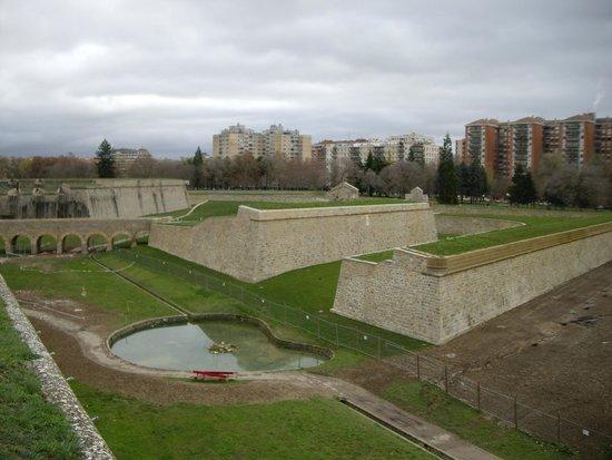 Fortress and Walls of Pamplona : construcciones defensivas de  la Ciudadela