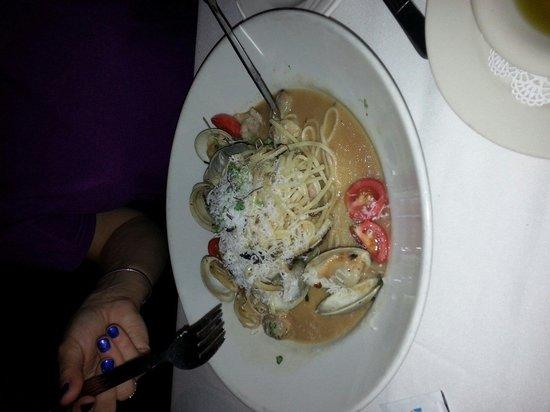 Alberto's Ristorante: Spaghetti with  clams