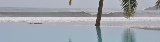 Playa Venao Hotel Resort: Surf view from pool