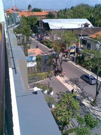 The ONE Legian: view of Legian Street from the lobby