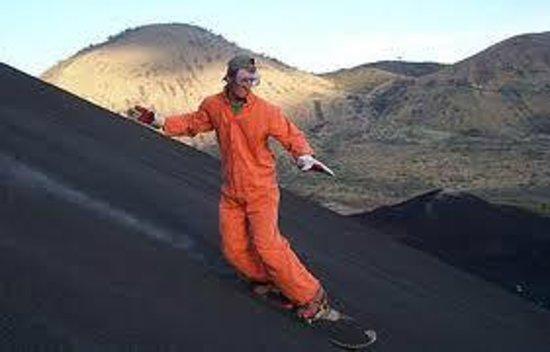 Hostal Casa Ivana: Cerro Negro Volcan Boarding