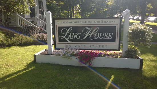 Lang House on Main Street Bed and Breakfast: Their front sign!