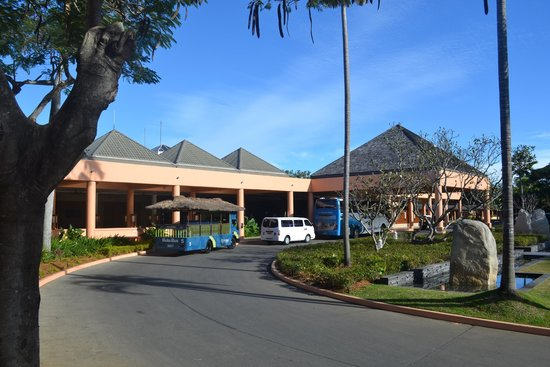 Sheraton Fiji Resort : Front of the hotel