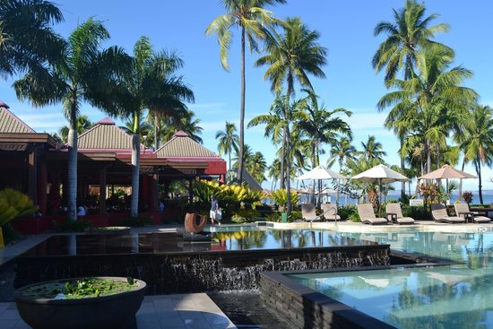 Sheraton Fiji Resort : Feast restaurant & pool