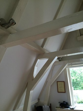 Singel Guesthouse : Bedrooms are all  open ceilings