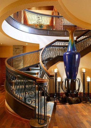 Hotel Quintessence : Escaliers lobby
