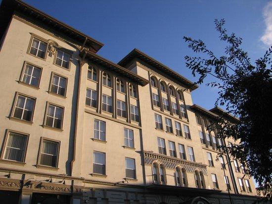 Hotel Shattuck Plaza : Hotel Exterior