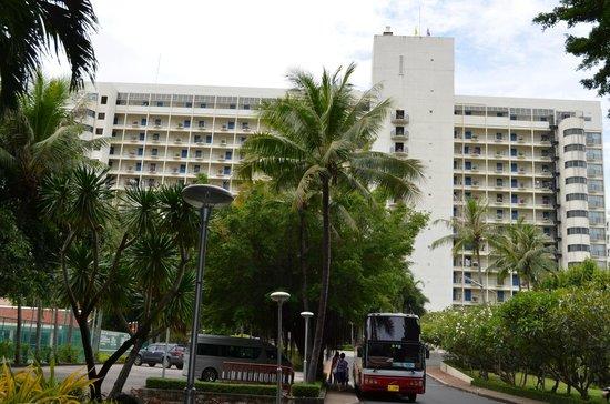 Imperial Pattaya Hotel: Большой отель, огромная территория