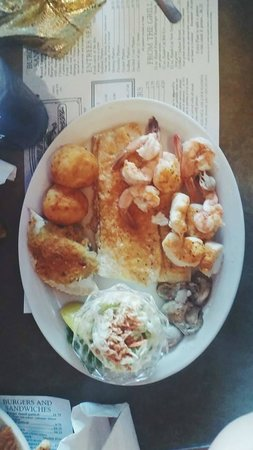 Russell's Seafood Grill: The seafood platter (broiled)