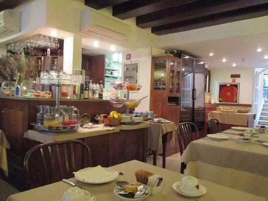 Hotel Agli Alboretti: 朝食会場