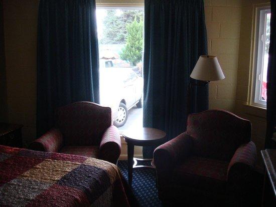 Rainbow Motel Colorado Springs : Seating Area