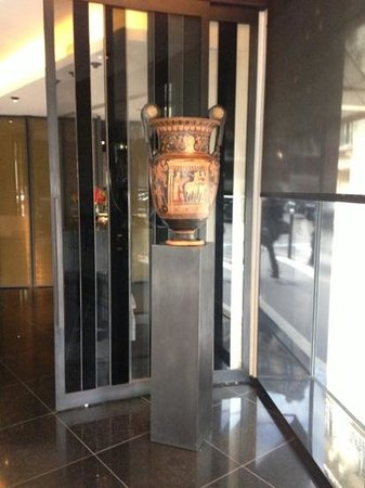 Le Metropolitan, a Tribute Portfolio Hotel: the nice vase of the entrance