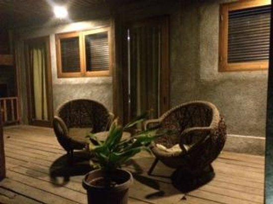 The Pade Resort: Teras kamar
