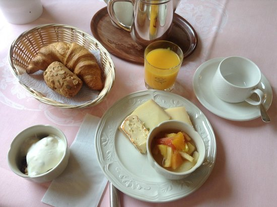 Hotel Post: example of breakfast