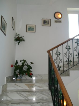 Hotel O Sole Mio: Marble staircase