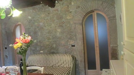 Culture Discovery Vacations - Day Tours: Stone wall in Archetti