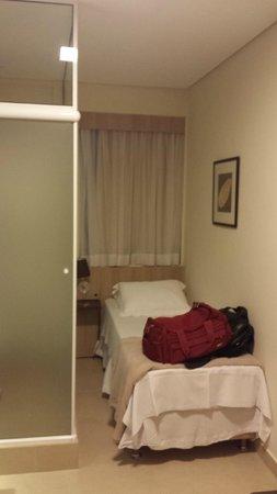 Hotel Eilat: Visao do quarto com WC anexo