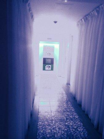 San Juan Water & Beach Club Hotel: Hallway outside our room