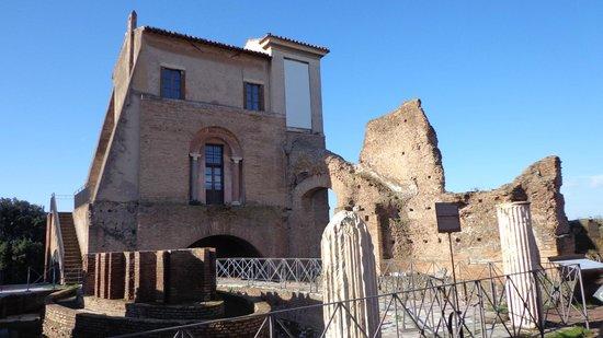 House of Augustus: Construção histórica.