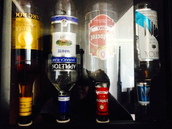 Hotel Riu Palace Paradise Island: Liquor Dispenser