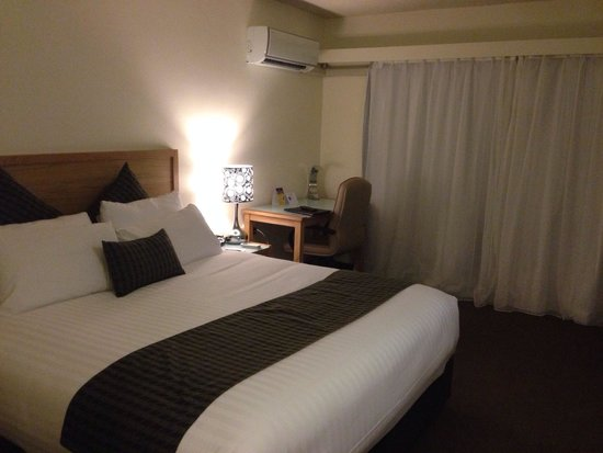 Best Western Hobart: Fourth floor renovated room with kingsize bed!