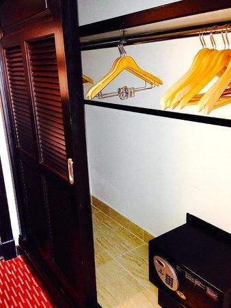 Hotel Riu Palace Paradise Island: Closet