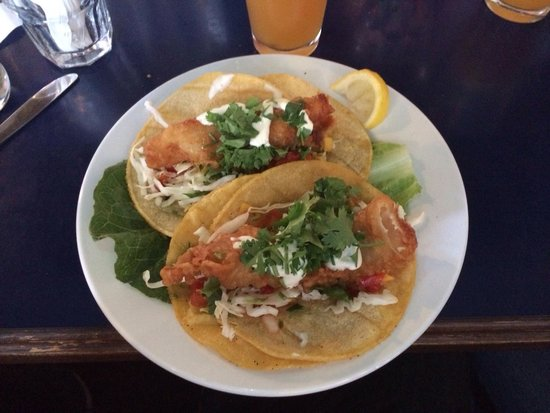 Blue Water Bar & Grill: Fish tacos.