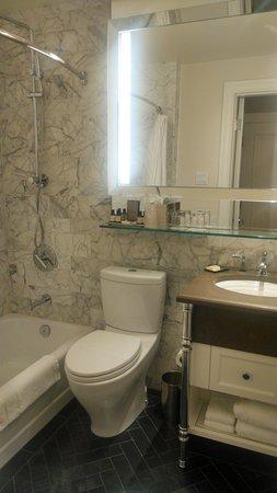Fairmont Le Chateau Frontenac: Luxurious marble bath with Kohler fixtures