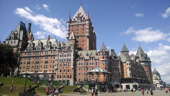 Fairmont Le Chateau Frontenac: View from the boardwalk