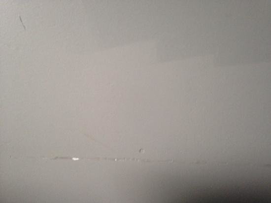 Hyatt Regency Minneapolis: nicked up walls covered up with lighter shade of gray