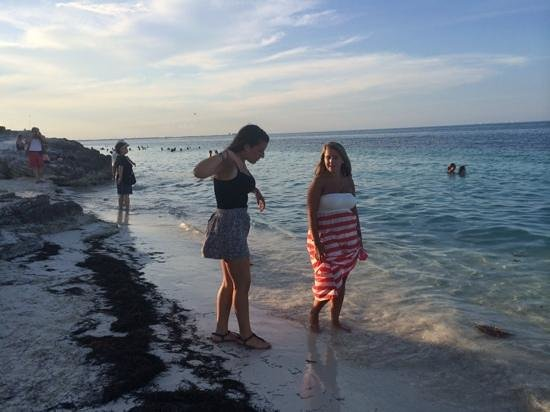 Hotel Riu Palace Peninsula: beautiful beach with my girls at sunset