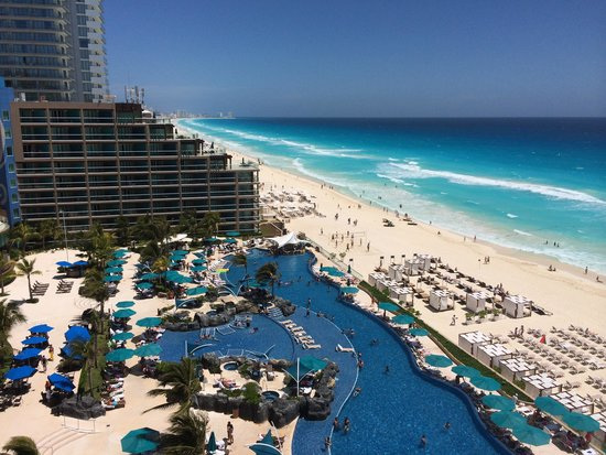 Hard Rock Hotel Cancun : Vista da piscina do hotel.